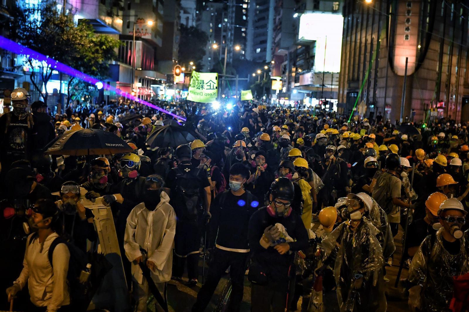 ประท้วงฮ่องกงยืดเยื้อข้ามคืน