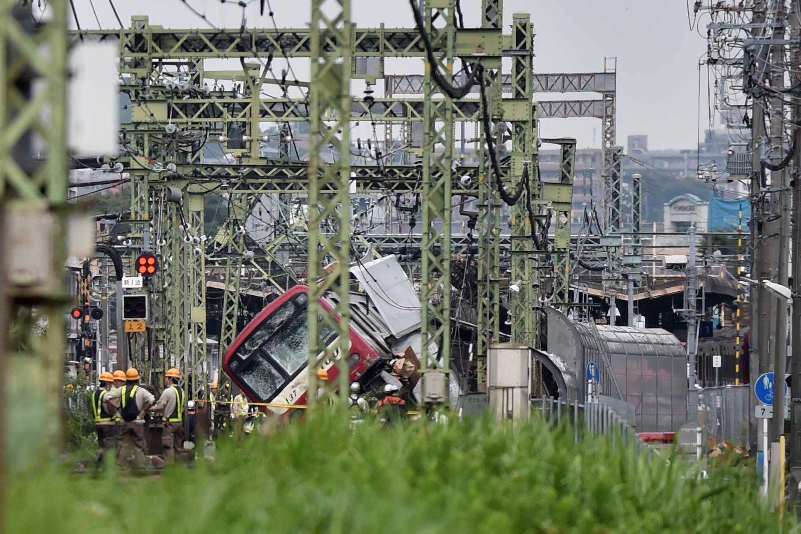 ญี่ปุ่นรถไฟตกราง  เจ็บ 35 สาหัส 1