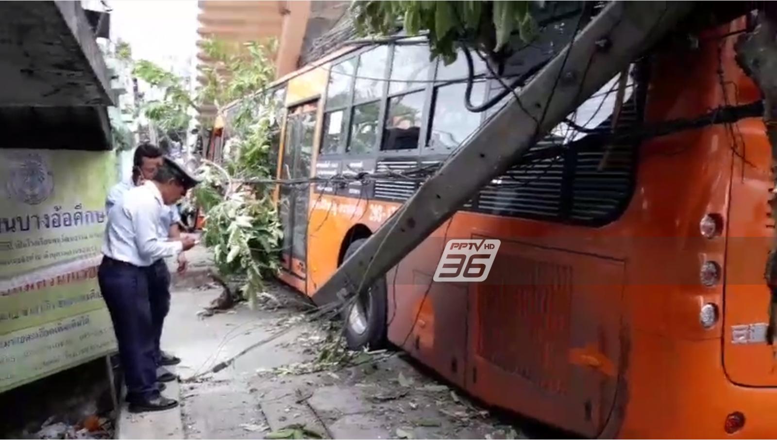 รถเมล์สาย 203 ชนเสาไฟฟ้า-ตอม่อสะพานลอย เจ็บ 8  คนขับสาหัส