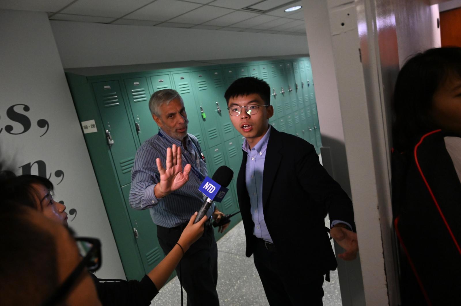 """""""โจชัว หว่อง"""" จี้สหรัฐฯเพิ่มประเด็นฮ่องกง ต่อรองการค้าจีน"""