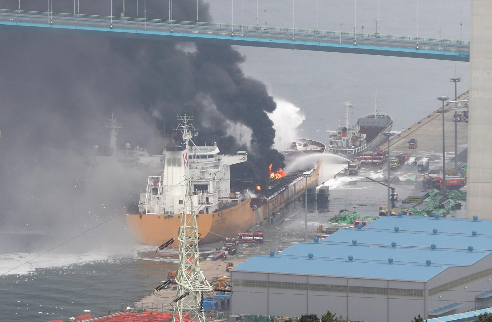 ไฟลุกท่วม! เรือบรรทุกน้ำมันระเบิดในเกาหลีใต้ ลูกเรือเจ็บ 12 คน สาหัส 1