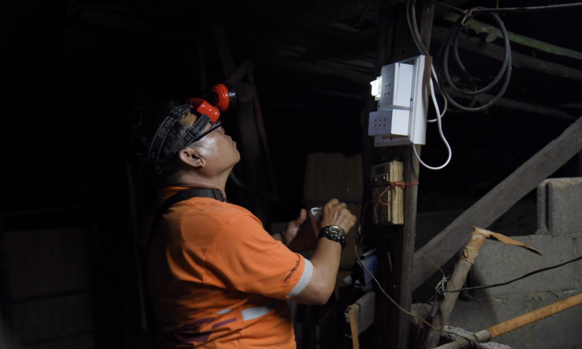 กฟน. ลงพื้นที่ต่อเนื่อง 4 วัน ซ่อมอุปกรณ์ไฟฟ้าผู้ประสบอุทกภัย จ.อุบลฯ