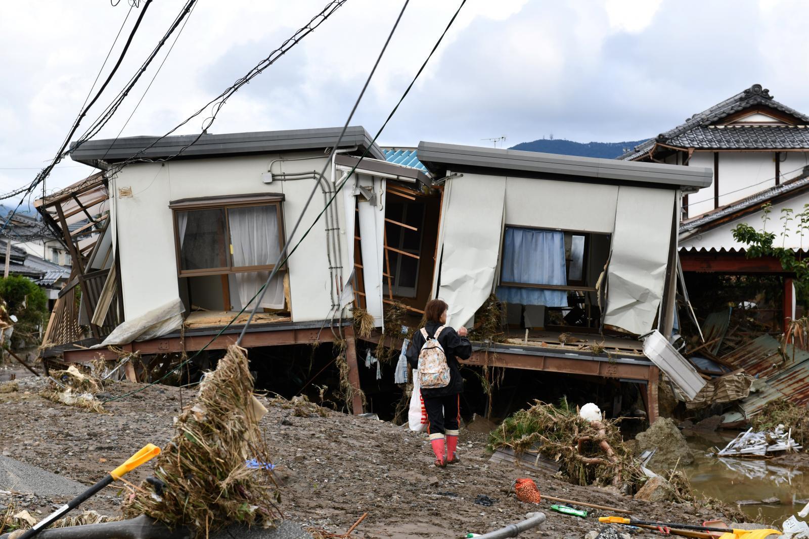 """ญี่ปุ่น เตรียมใช้งบฯสำรอง ฟื้นฟูความเสียหาย """"ฮากิบิส"""" - ยอดเสียชีวิตล่าสุด 74 คน"""