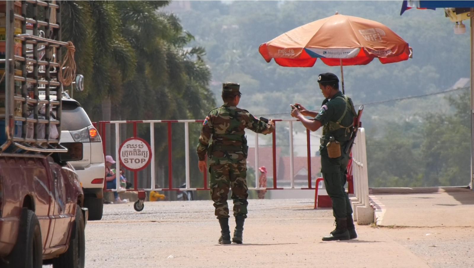 """ชายแดนสุรินทร์ ทหารกัมพูชาเสริมกำลัง สกัด """"สม รังสี"""" เดินทางเข้าประเทศ"""