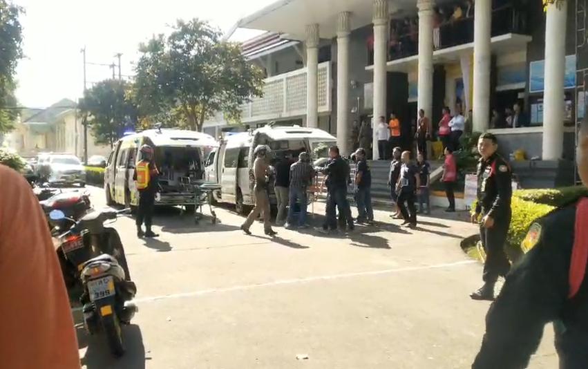 เกิดเหตุยิงกันในห้องพิจารณาคดีศาลจันทบุรี ทนายดับ 2 เจ็บ 3