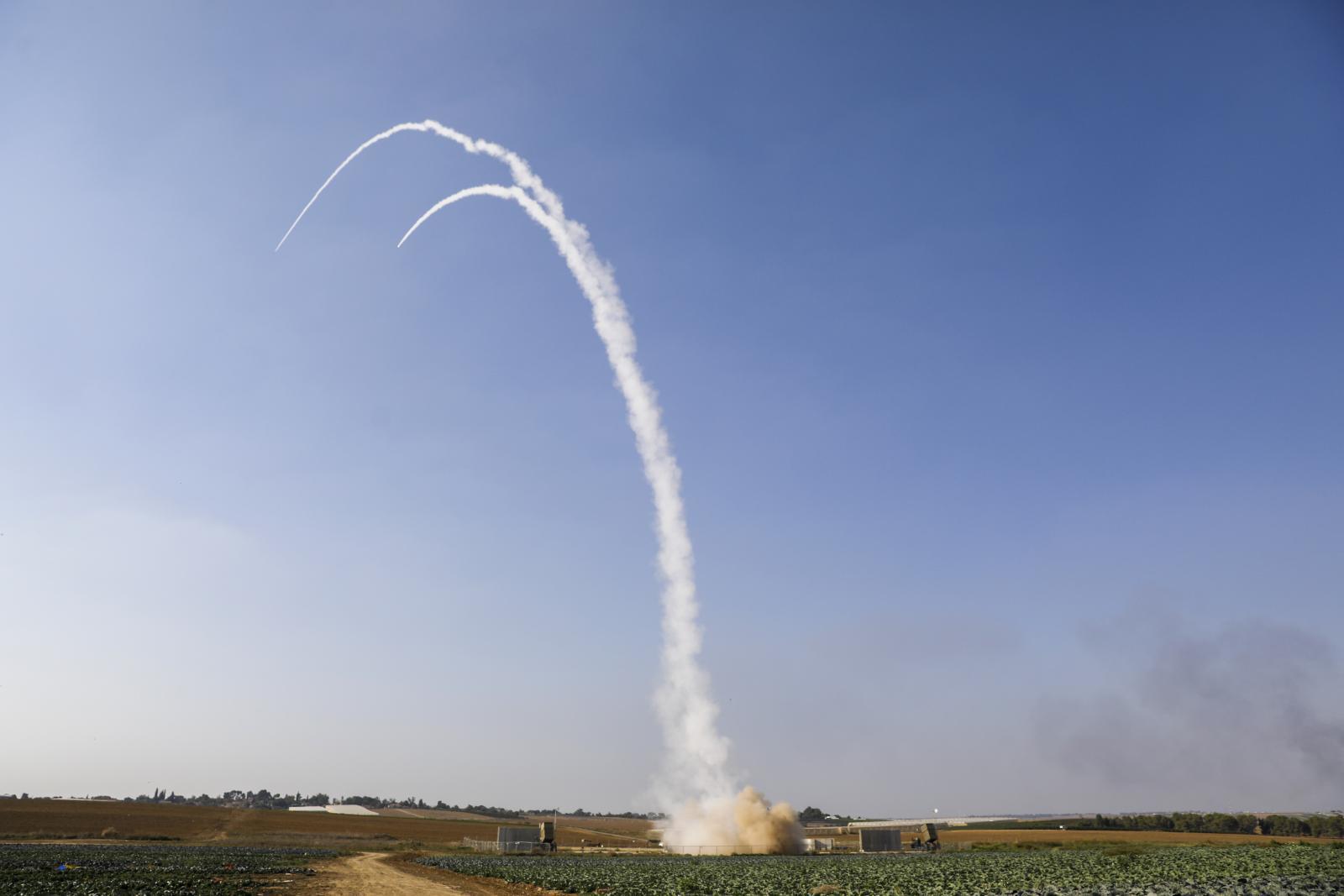 ปาเลสไตน์ ยิงจรวดกว่า 150 ลูก ถล่ม อิสราเอล หลังแกนนำถูกสังหาร