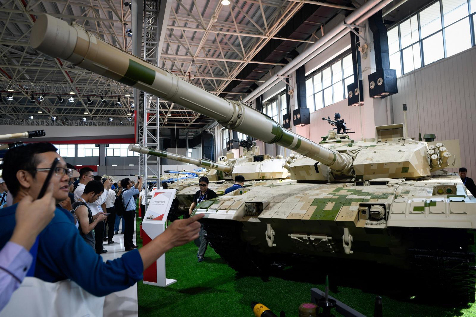 """ถึงไทยแล้ว! รถเกราะ """"VN1"""" 38 คัน, รถถัง """"VT-4"""" 11 คัน มูลค่า 4.3 พันล้าน"""