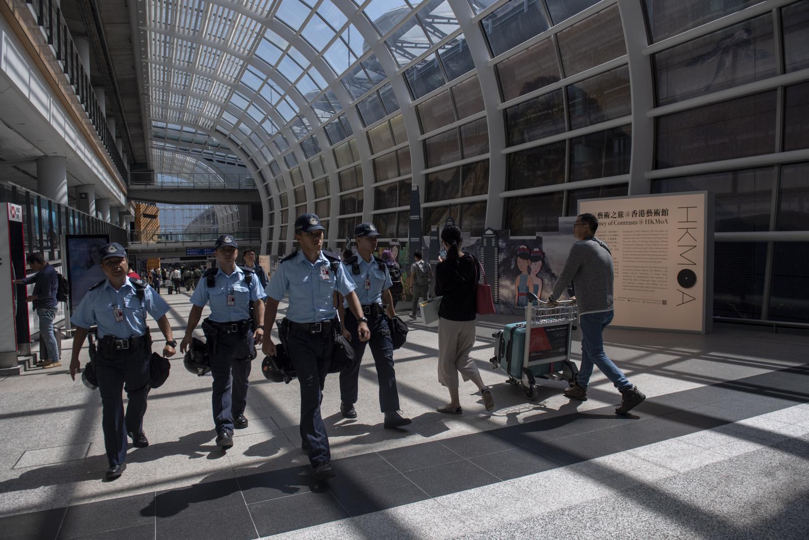 เผยผู้โดยสารสนามบินฮ่องกงลดลงมากสุดในรอบกว่า 10 ปี