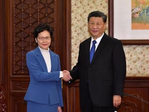 ผู้ว่าฯ ฮ่องกง เผยมีกำลังใจแก้ม็อบรุนแรง เหตุรัฐบาลจีนยังสนับสนุน