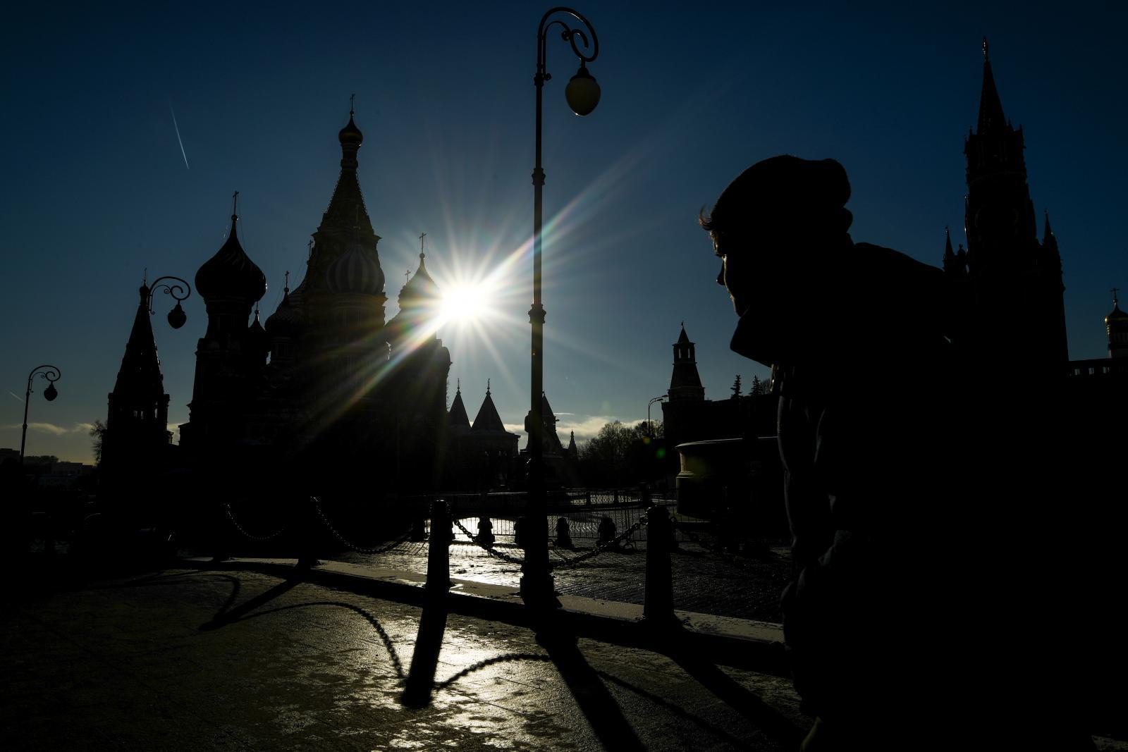 รัสเซียร้อนทุบสถิติ-ใช้หิมะเทียมสร้างบรรยากาศรับปีใหม่