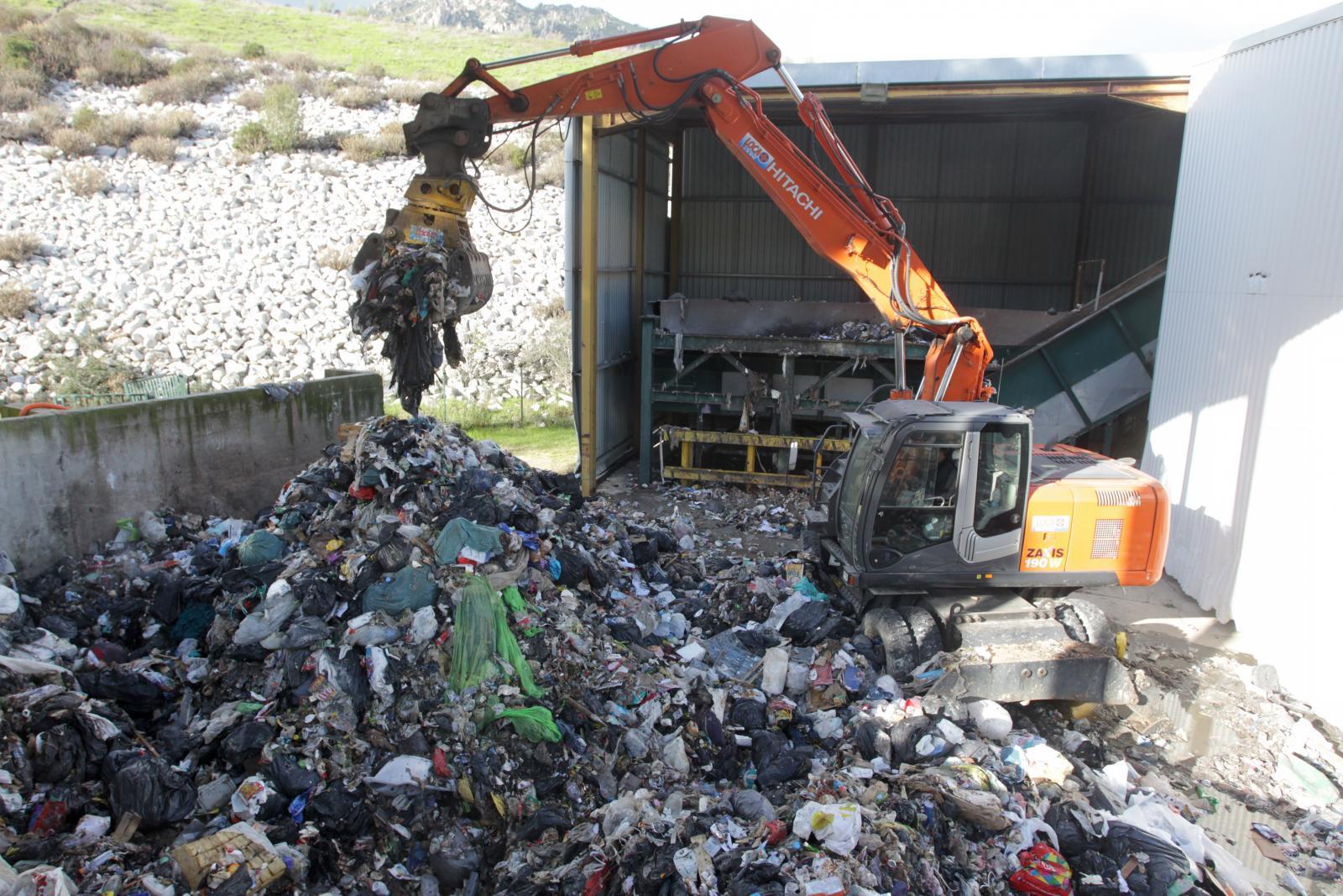 ย้อนแย้ง! นักวิชาการ ติง รัฐบาลรณรงค์ลดใช้ถุงพลาสติก กลับอนุมัตินำเข้าขยะต่างประเทศ