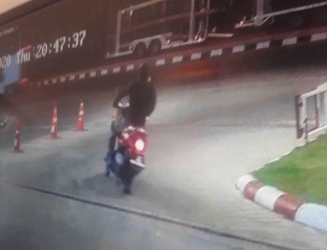 ตร.ล่าตัวคนร้ายโหด!! กราดยิงปล้นร้านทอง คนเสียชีวิต สุดสลดเด็กน้อยวัย 2 ขวบถูกลูกหลง
