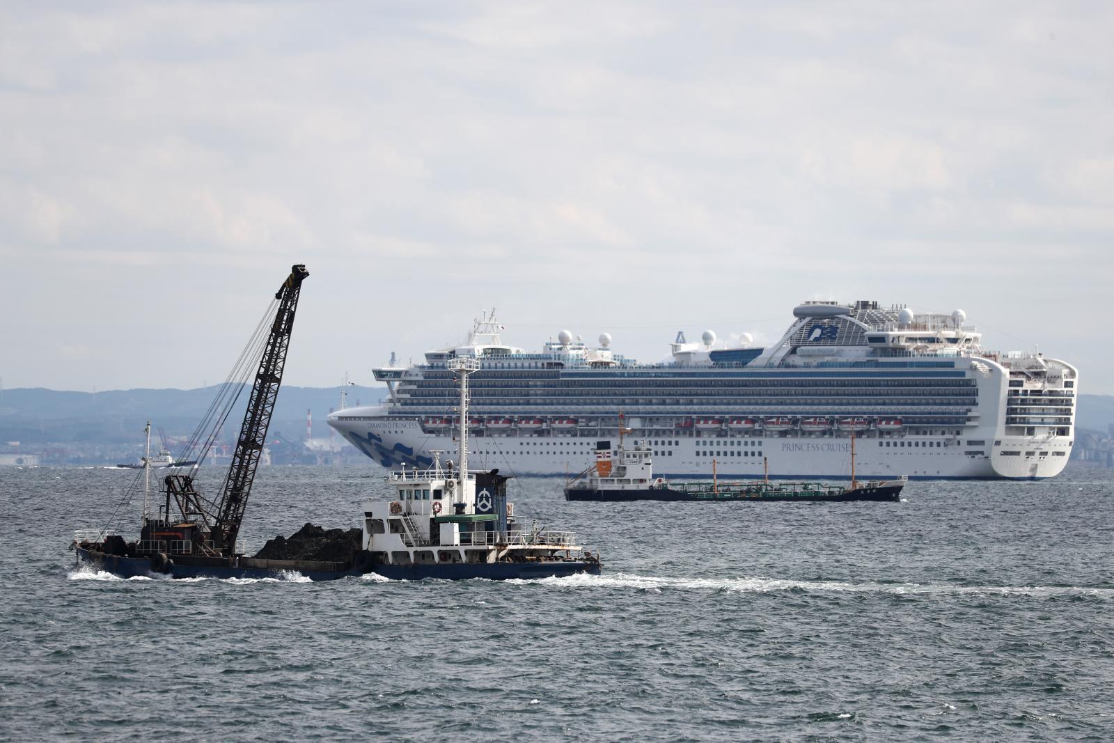 """ญี่ปุ่น สั่งกักเรือสำราญ หลังมีผู้โดยสาร ติดเชื้อ """"ไวรัสโคโรนา"""""""