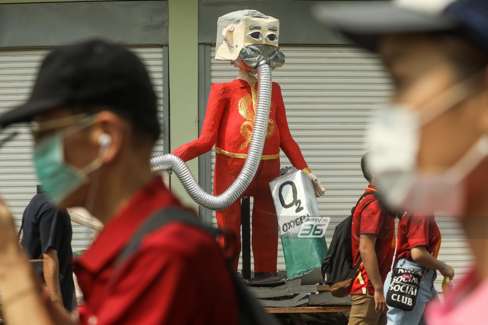 """""""จุฬาฯ-ธรรมศาสตร์"""" เตรียมหุ่นล้อการเมือง งานบอลประเพณี"""