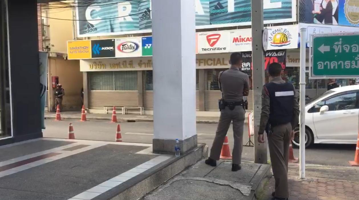 ตร.ปิดล้อมย่านถนนจุฬา ซ.10 เหตุชายคลั่งยิงปืนดังลั่นหลายสิบนัด