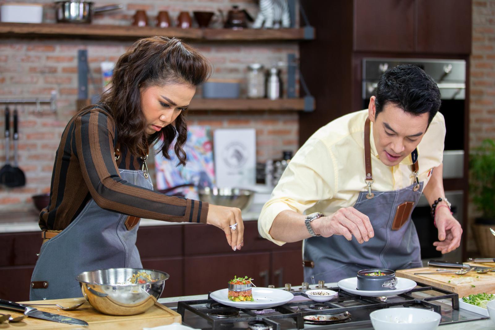 """กาละแมร์โชว์ฝีมือทำเมนูญี่ปุ่น """"ทูน่าทาทาร์ซอสสาเก"""""""
