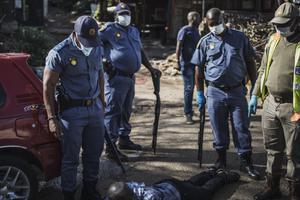 ตร.แอฟริกาใต้ใช้กระสุนยาง จัดการผู้ฝ่าฝืนมาตรการล็อกดาวน์