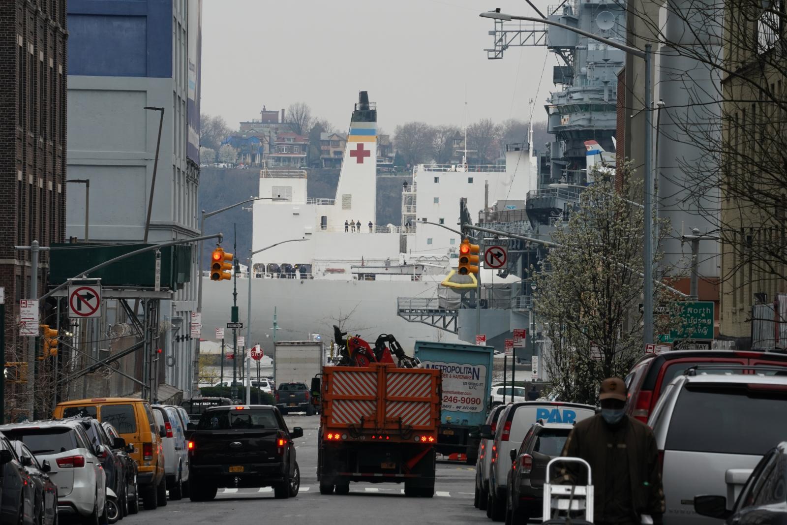 เจาะลึกปฏิบัติการณ์  The USNS Comfort navy hospital ship  เทียบท่านิวยอร์กช่วยกู้วิกฤตโควิด-19