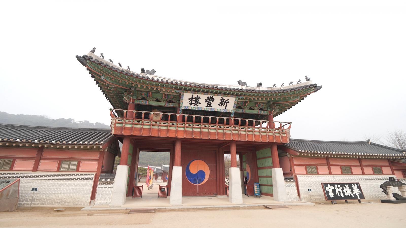 เปิดตำนานกับเผ่าทอง  พาชมพระราชวังเก่าแดนกิมจิ