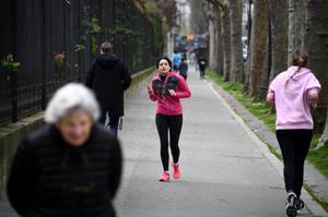 ปารีส ห้ามปชช.วิ่งจ๊อกกิ้งตอนกลางวัน สกัดโควิด-19