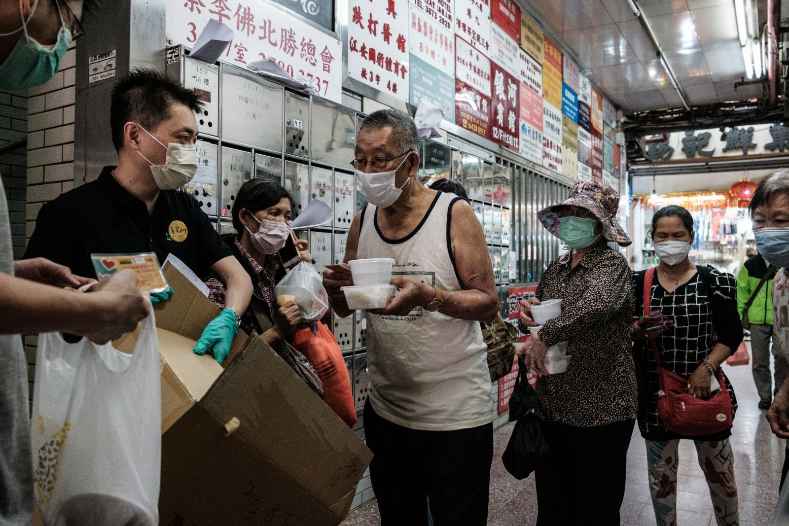 มหาเศรษฐีฮ่องกง แจกหน้ากาก 10 ล้านชิ้น หวังช่วยผู้ด้อยโอกาส-รายได้น้อย