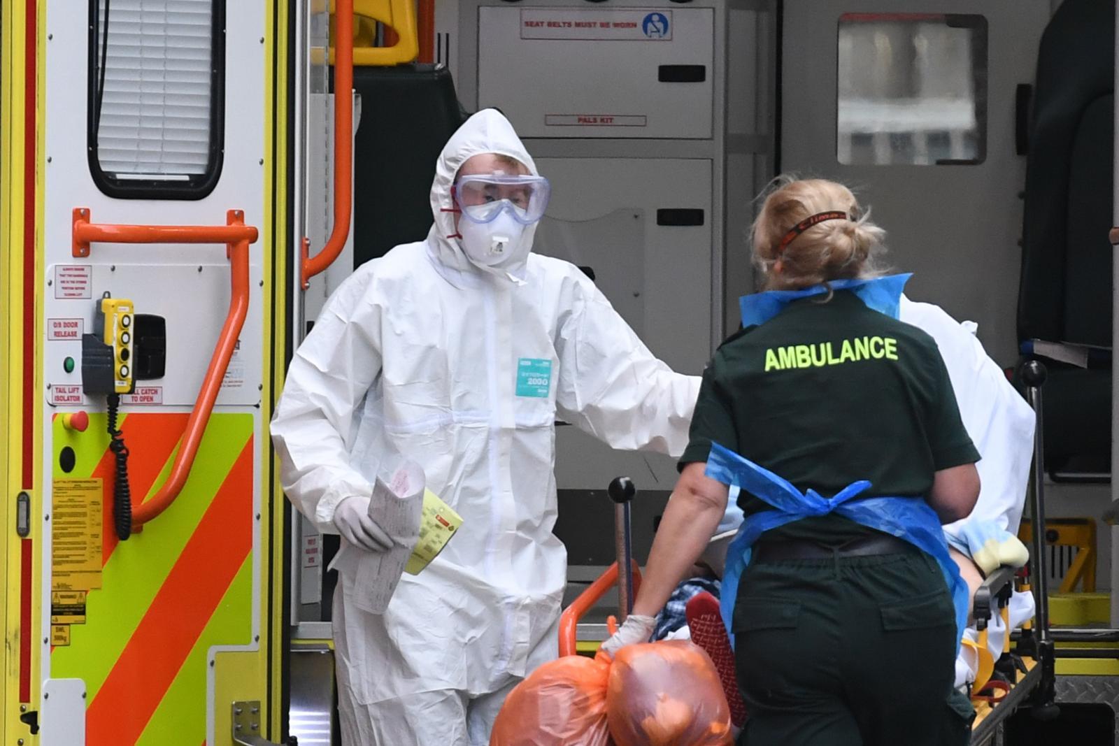 แพทย์-พยาบาลอังกฤษเสี่ยงติดเชื้อหลังขาดแคลนชุด PPE