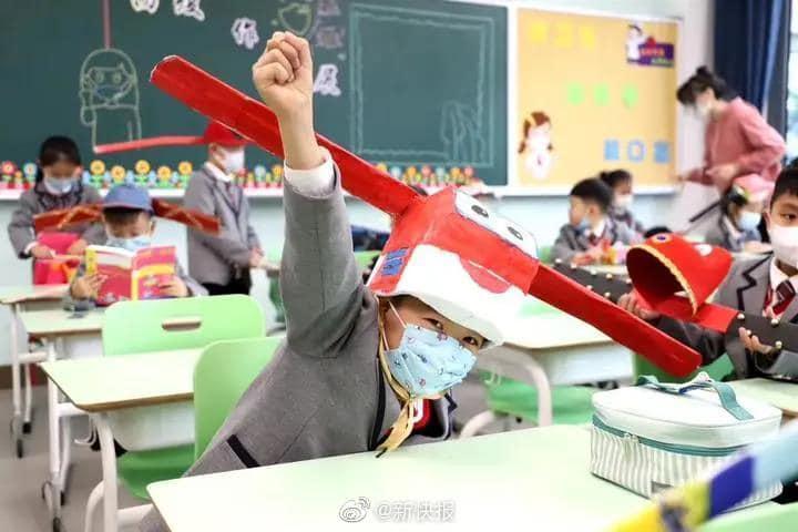 หมวก 1 เมตร, ไวรัสโคโรนา, โควิด-19, COVID-19, จีน, ข่าวต่างประเทศ, เปิดเทอม 2563, นักเรียนจีน