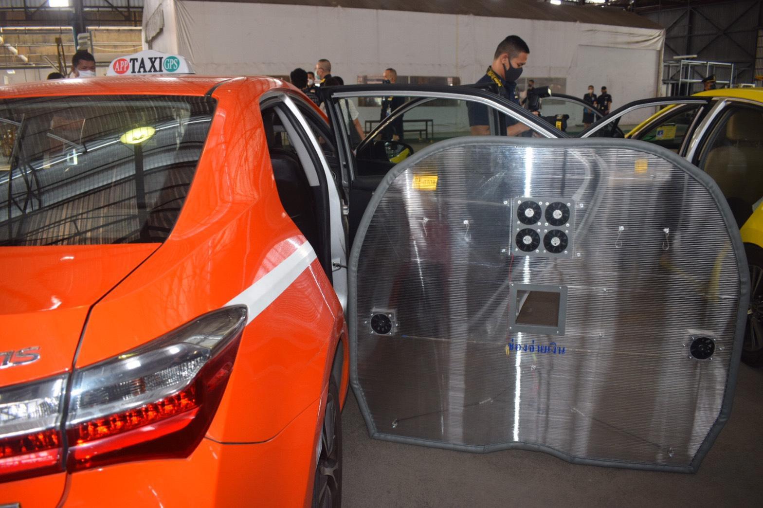 ทอ.ผลิตอุปกรณ์ป้องกัน โควิด-19 มอบให้แท็กซี่ สร้างความมั่นใจให้ผู้โดยสาร