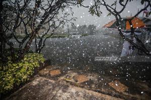 """พายุไซโคลน """"อำพัน"""" อ่อนกำลังลงมีฝนตกเล็กน้อย"""