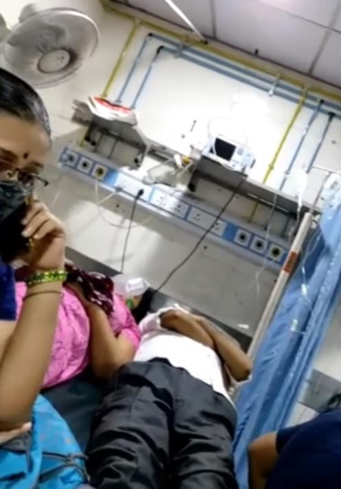 สาธารณสุขอินเดียปั่นป่วนเพราะโควิด-19 ผู้ป่วยวิกฤตต้องนอน 2 คน 1 เตียง