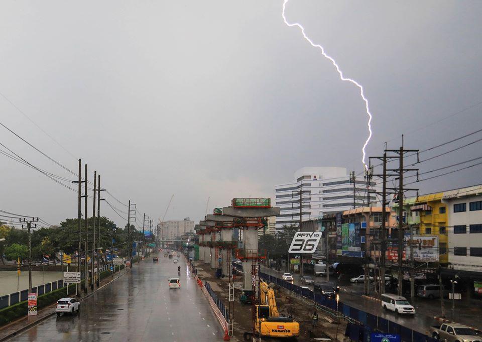 อุตุฯพยากรณ์อากาศวันนี้ ฝนฟ้าคะนอง-ฝนตกหนักบางแห่ง กทม.ร้อยละ 60