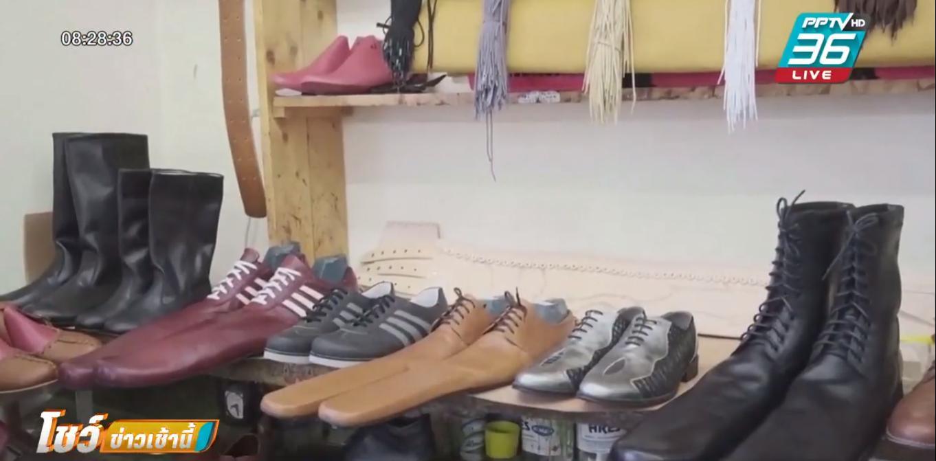 ช่างโรมาเนีย ผุดไอเดียทำรองเท้าช่วยเว้นระยะห่างทางสังคม