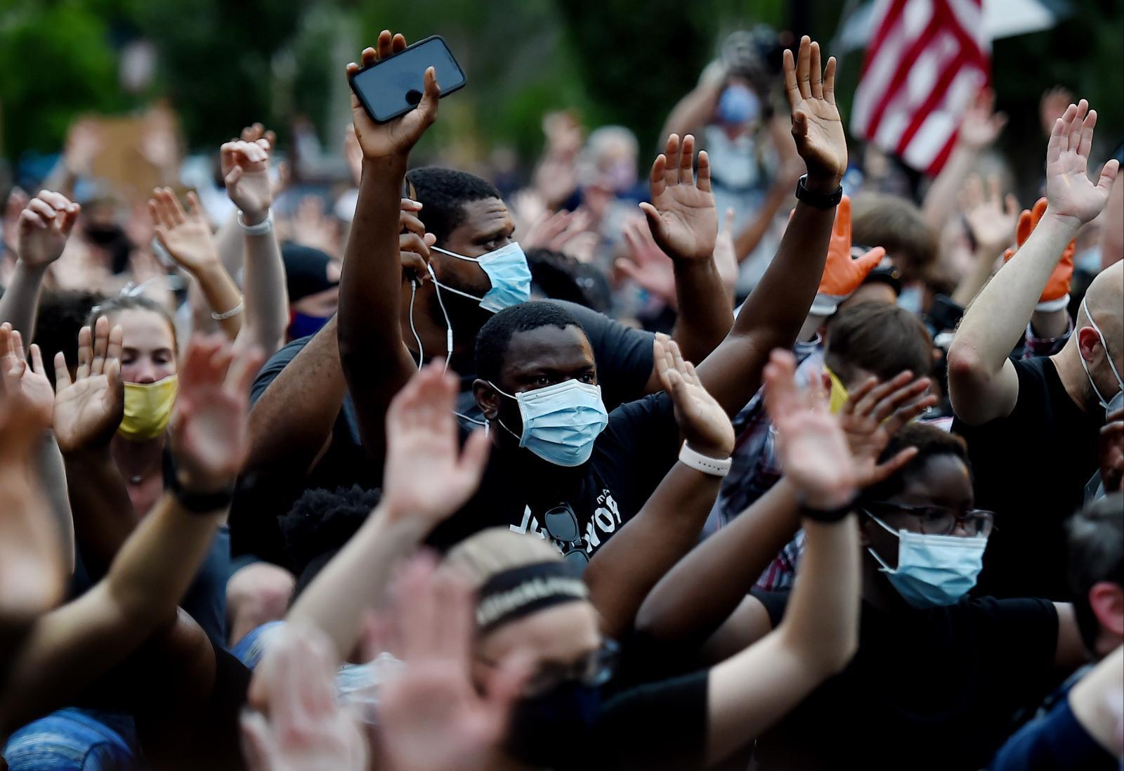 สหรัฐฯ จับม็อบกว่า 10,000 คน ประท้วงผิวสีลุกลามหนัก