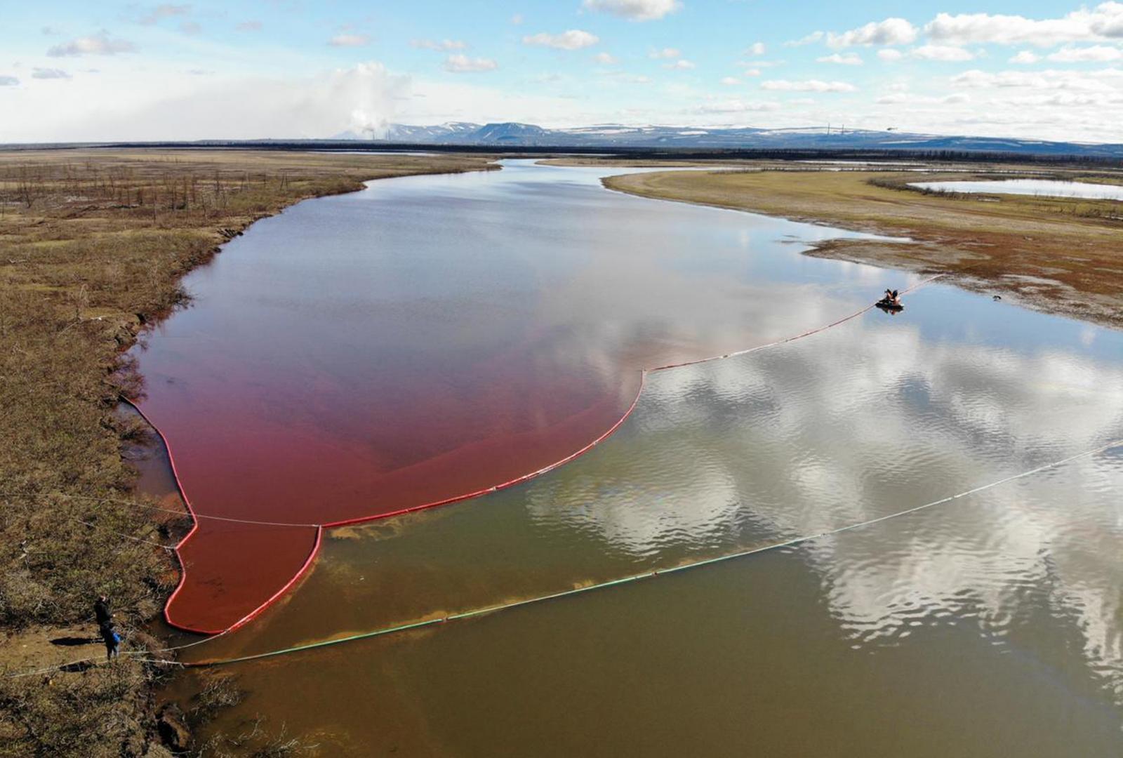 รัสเซีย ประกาศภาวะฉุกเฉิน น้ำมันรั่วลงอาร์กติก 2 หมื่นตัน
