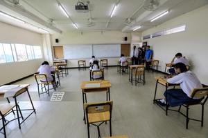 โรงเรียนจัดสอบเข้า ม.1 แบบ New Normal เข้มป้องกันโควิด-19