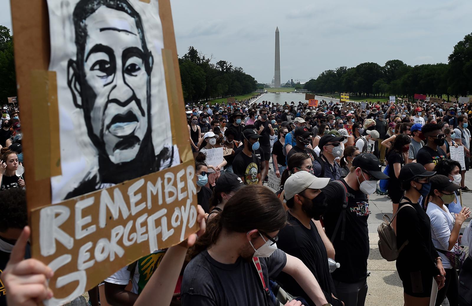 ชาวอเมริกันร่วมเคลื่อนไหวใหญ่ต้านเหยียดผิวเป็นวันที่ 12