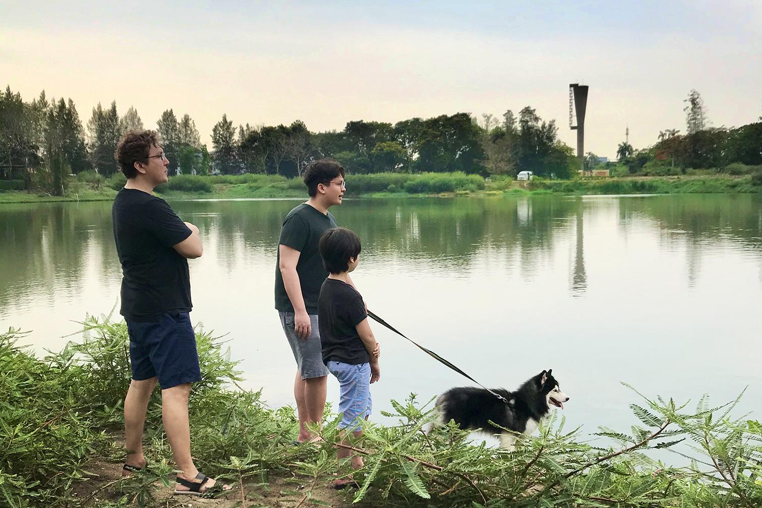 """""""จอห์น นูโว"""" เอาใจคนรักสัตว์ พาสุนัขหนุ่มเป็นแขกพิเศษ"""