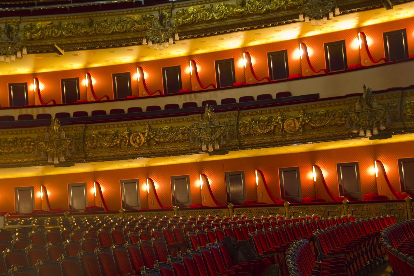"""โรงอุปรากรสเปนเตรียมเปิดใหม่หลังโควิด-19 ด้วย """"คอนเสิร์ตสำหรับต้นไม้"""""""