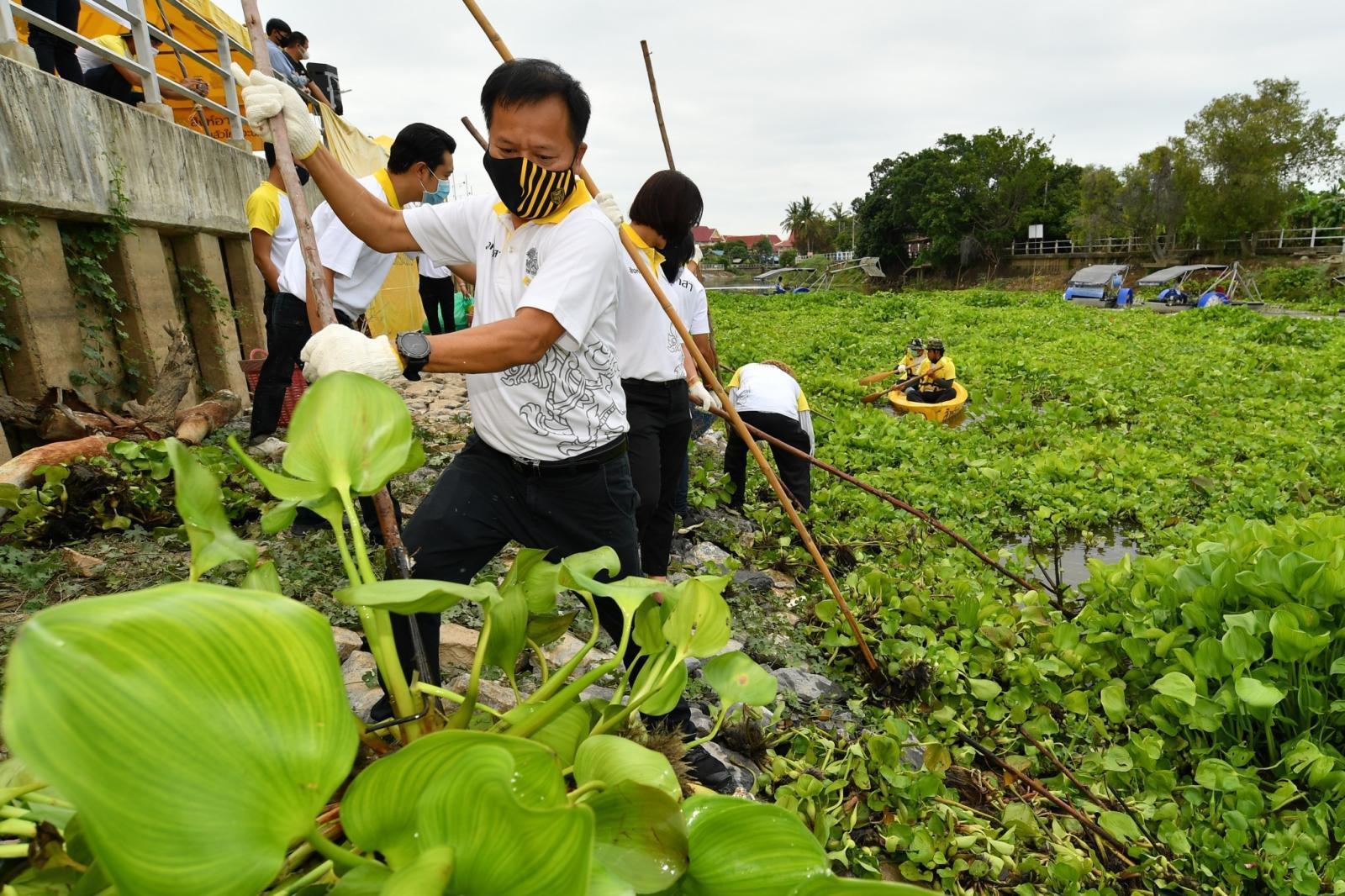 สิงห์อาสา เดินหน้าจ้างงาน สิงห์บุรี ต่อเนื่อง ชวนชาวบ้านเป็นอาสา ป้องกันน้ำท่วมท้องถิ่นตน