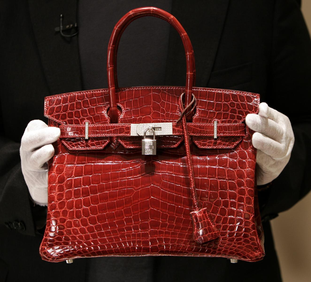 ศาลฝรั่งเศส จำคุก 10 ผู้ต้องหาขบวนการปลอมกระเป๋าแอร์เมส เบอร์กิ้น