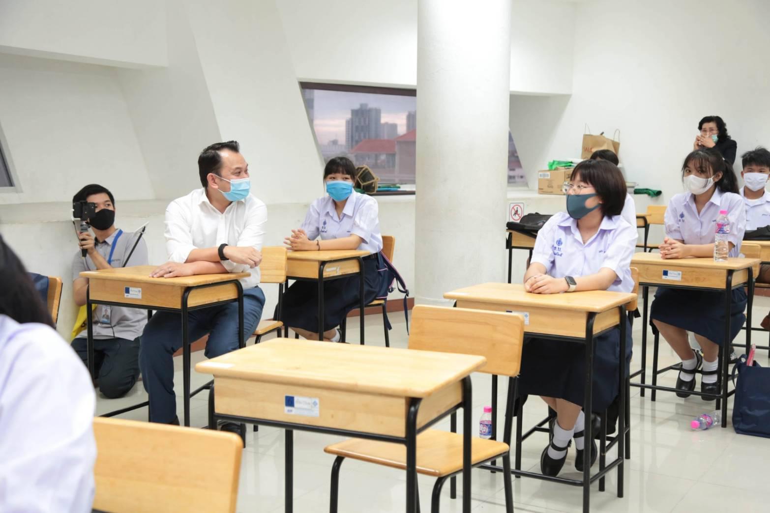 รมว.ศธ. ย้ำความปลอดภัยของสถานศึกษาทั่วประเทศ จัดการเรียนการสอนแบบ New Normal รับเปิดเทอมวันแรก