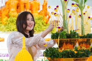 """""""ไอคอนสยาม ไหว้พระสุขใจ หล่อเทียนไทยให้เรืองรอง"""" มหัศจรรย์งานบุญครั้งยิ่งใหญ่เนื่องในวันเข้าพรรษา"""