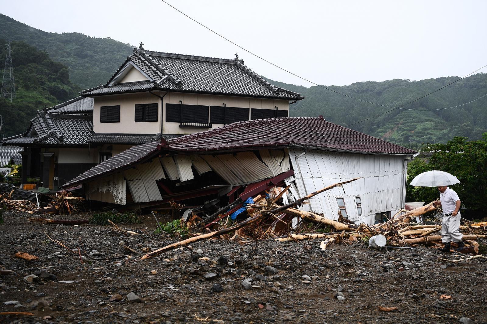 """ญี่ปุ่นยังอ่วม """"น้ำท่วมและดินถล่ม"""" ดับแล้ว 49 ราย"""