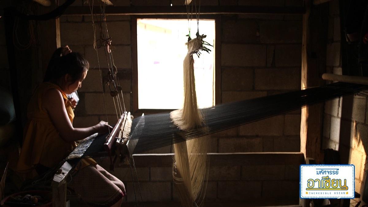 """ไขปริศนา """"ชาวไทลื้อ"""" ผู้ผลิตผ้าซิ่นลายโบราณ"""