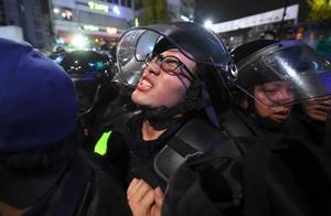 เกาหลีใต้ยังระอุฝูงชนนับล้านชุมนุมขับไล่ประธานาธิบดี