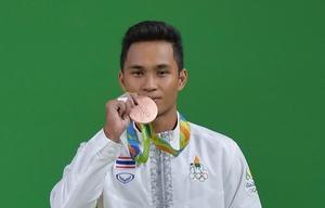"""""""สินธุ์เพชร"""" สร้างประวัติศาสตร์คว้าเหรียญทองแดงแรกของจอมพลังชายไทย"""