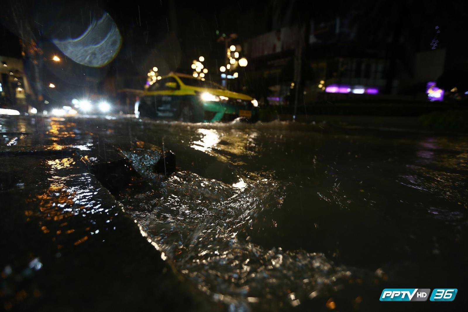 กทม.เร่งระบายน้ำท่วมขังหลังฝนถล่มกรุง (คลิป)