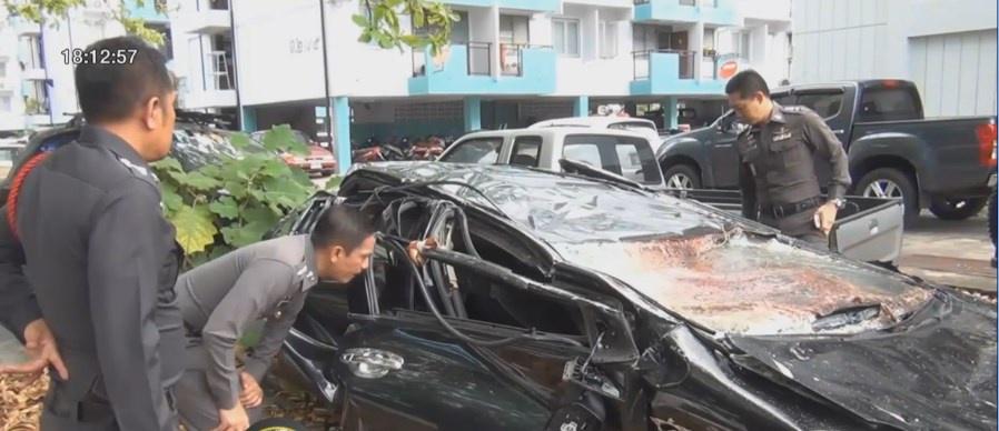 เร่งหาสาเหตุรถยนต์ตกลานจอดรถ ห้างหาดใหญ่
