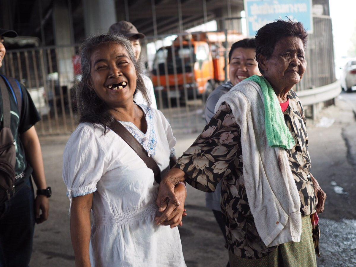 พบตัวแล้ว 'ยายเตี๊ยบ' วัย 73 ปี หลังคลาดกับลูกสาวย่านสุขุมวิท (คลิป)