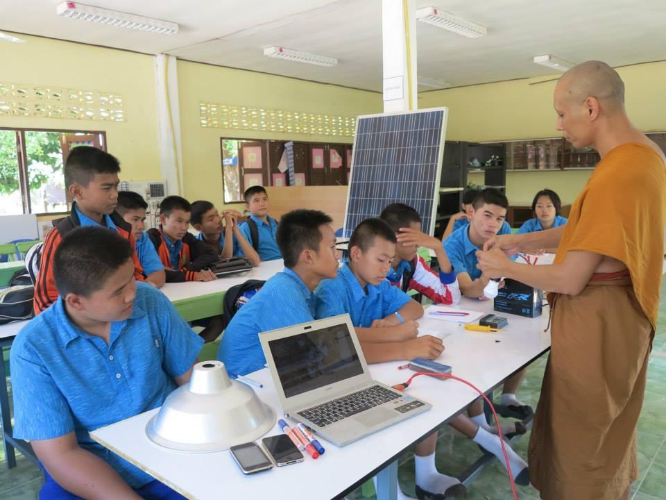 """เปิดต้นแบบโรงเรียน """"พลังงานทดแทน"""" - """"เศรษฐกิจพอเพียง"""" เรียนฟรี แถมมีรายได้จุนเจือครอบครัว"""